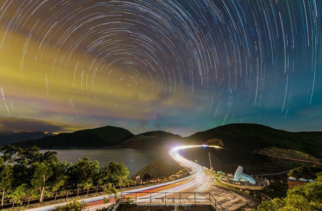 在萬宜水庫東壩拍攝的星流跡,曝光98mins