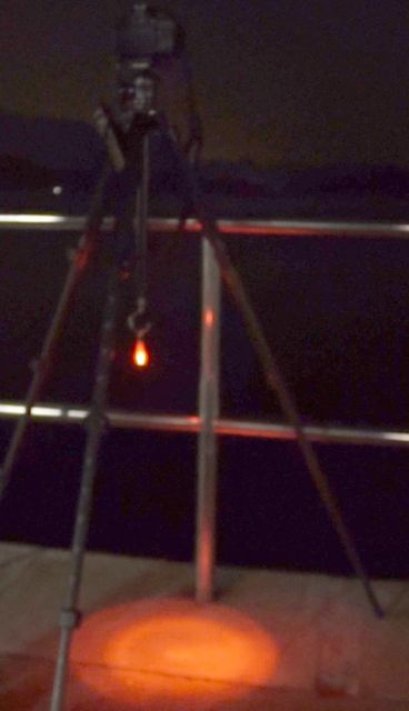 在腳架掛上小型LED燈